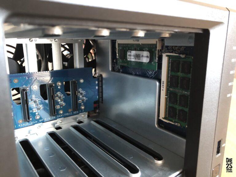 Synology DiskStation - rechts bestückter Steckplatz